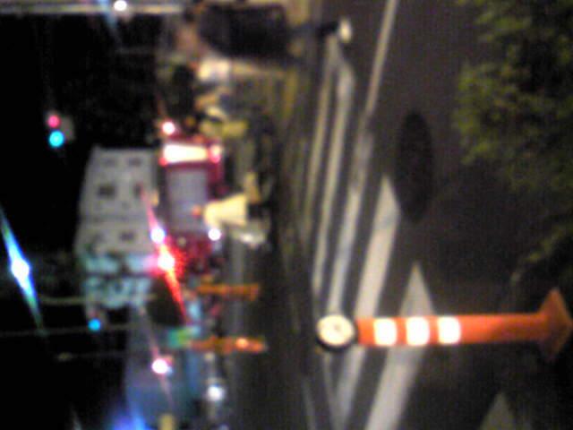 消防車が道を封鎖!